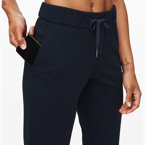 lululemon athletica Pants - On the Fly 7/8 Woven True Navy size 4